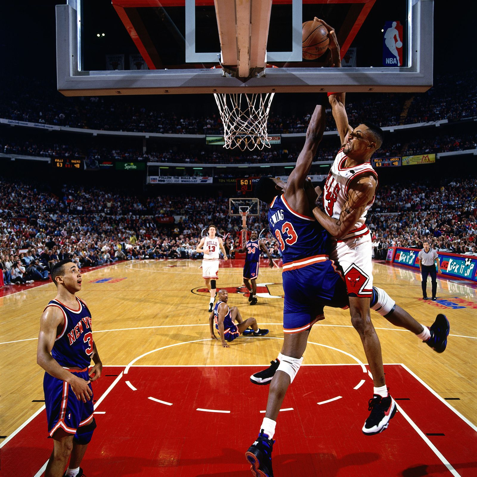Pippen dunks over Ewing