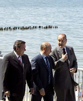 Schröder, Putin und Chirac (v.l.): Britenwitze im Ostseebad