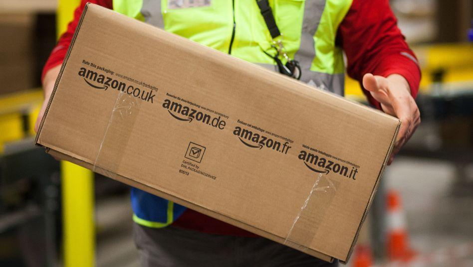 Paket im Logistikzentrum von Amazon (Symbolbild)