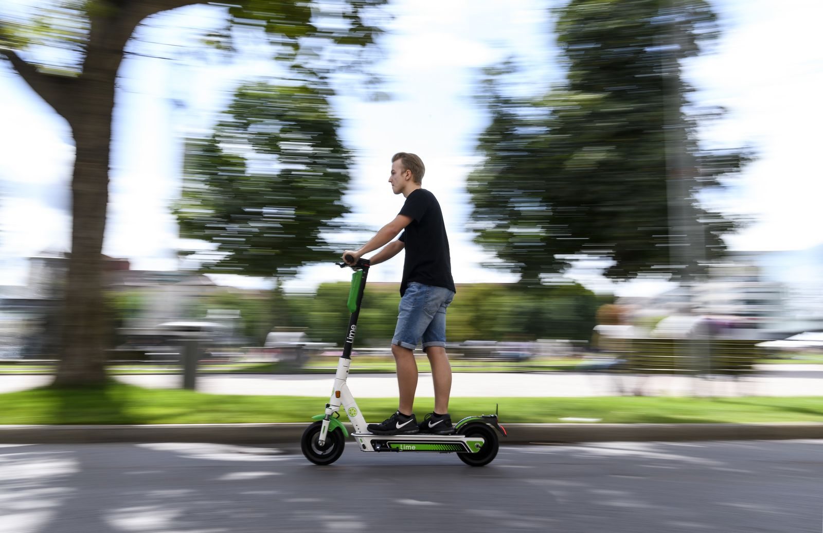 """Start der E-Tretroller """"Lime"""" in Stuttgart"""