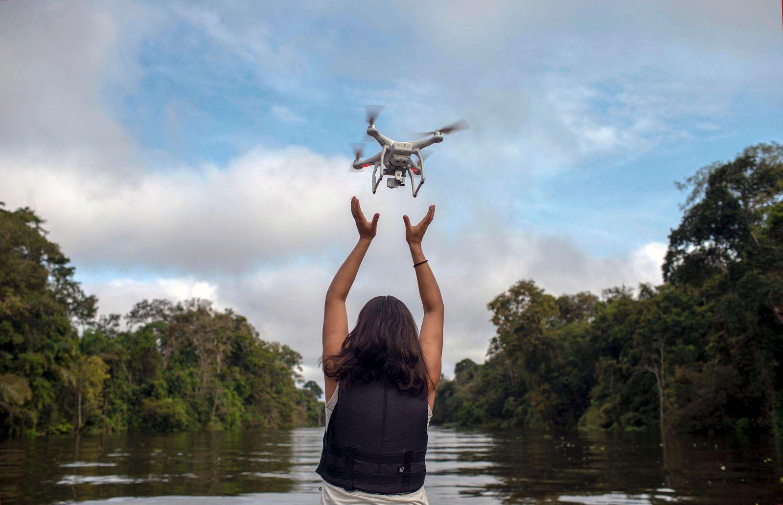 BRAZIL-AMAZON-RIVER-DOLPHINS-DRONES