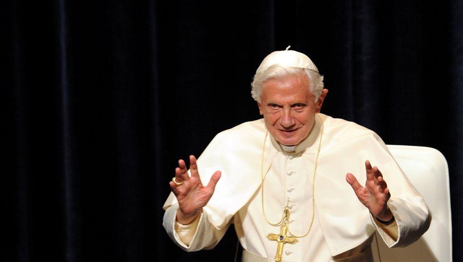 Papst Benedikt XVI. (Archiv): Die Skandalserie reißt nicht ab