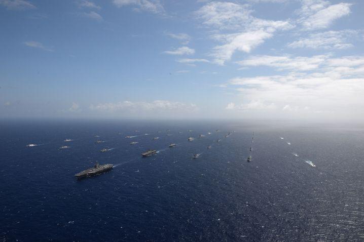 "Teilnehmer des Seemanövers ""Rim of the Pacific"" vor Hawaii"