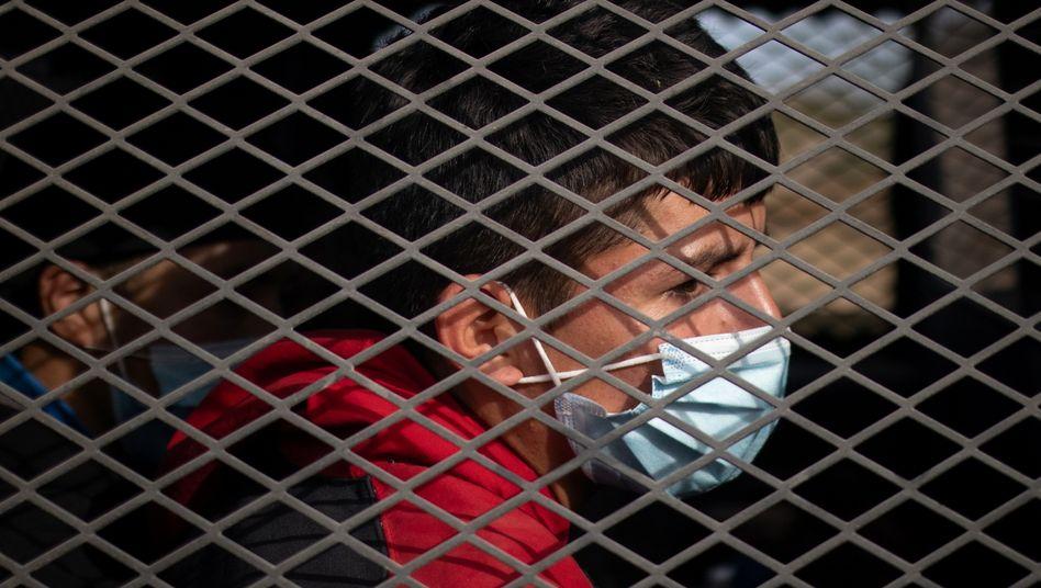 Unbegleitetes Kind nach Flucht in die USA im Wagen der Border Control: Situation an der Grenze spitzt sich zu