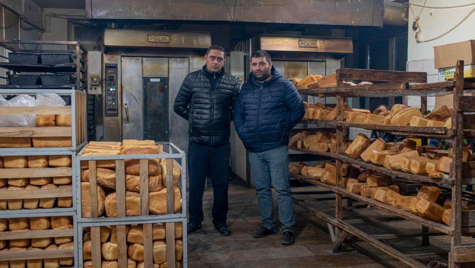 Nelson Ohanyan (l.), 40, und Armen Saghyan, 35, in ihrer Bäckerei in Stepanakert