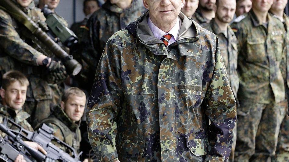 Verteidigungsminister de Maizière: Vor Terroristen schützen, bei Naturkatastrophen helfen