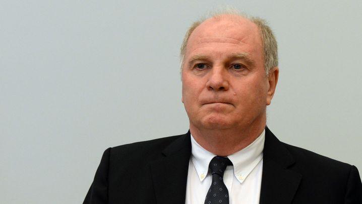 Prozess gegen Uli Hoeneß: Schwere Vorwürfe, ernste Gesichter