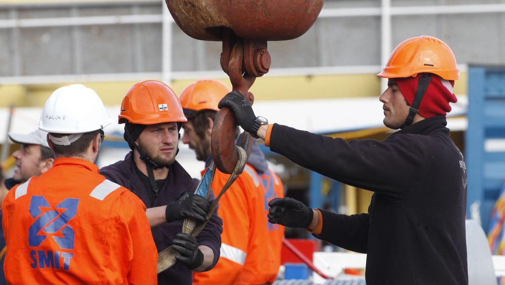 """Costa Concordia"": Öl wird abgepumpt"