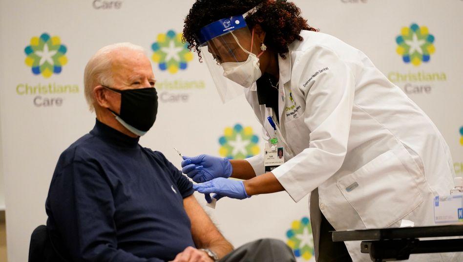 Joe Biden erhält die Corona-Impfung