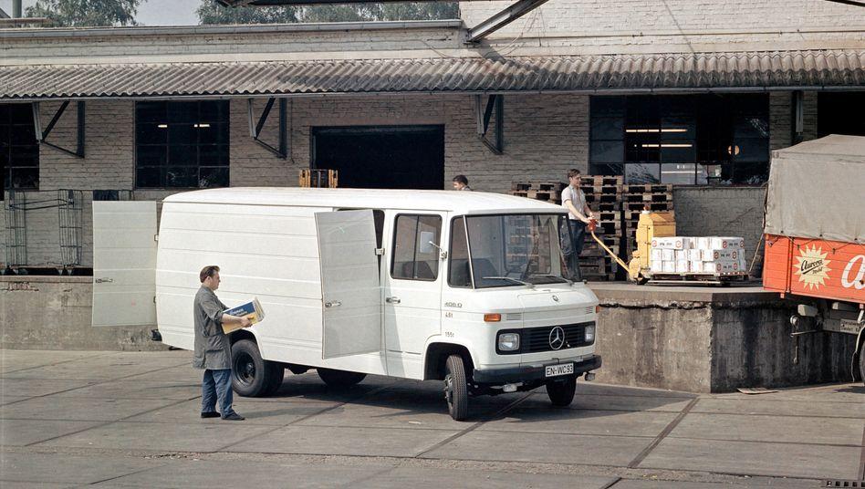 Ein Mercedes T2-Transporter, auch »Düdo« genannt, im Einsatz