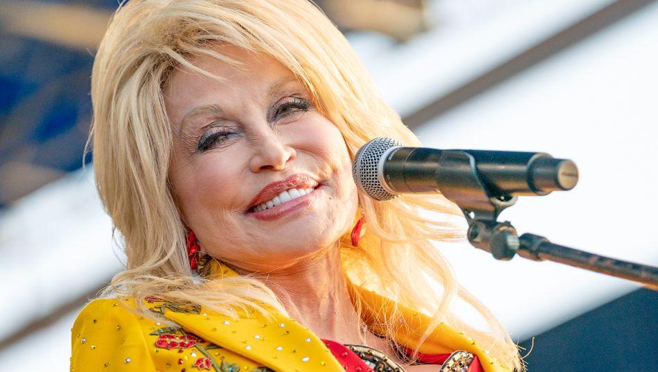 Dolly Parton auf dem Newport Folk Festival 2019