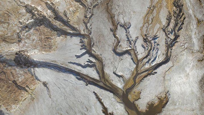 Sonnenschirme, Tulpenfelder und Minen: So sieht die Welt von oben aus
