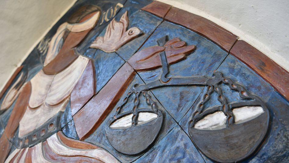 Ein Bild im Mauerwerk des Landgerichts Ravensburg
