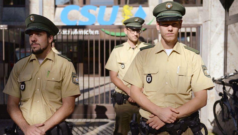 """Polizei vor CSU-Parteizentrale: """"Auf den Terror aufmerksam machen"""""""