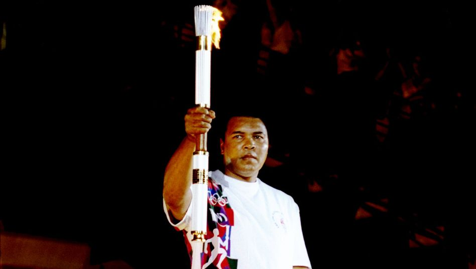 Berührender Moment: Bei den Olympischen Sommerspielen 1996 in Atlanta entzündete der an Parkinson schwer erkrankte Ex-Boxer Muhammad Ali das olympische Feuer