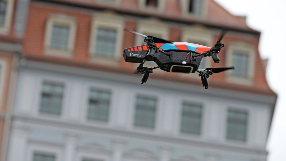 Germany's federal police failed to take action when a miniature drone threatened the safety of Chancellor Angela Merkel last week.