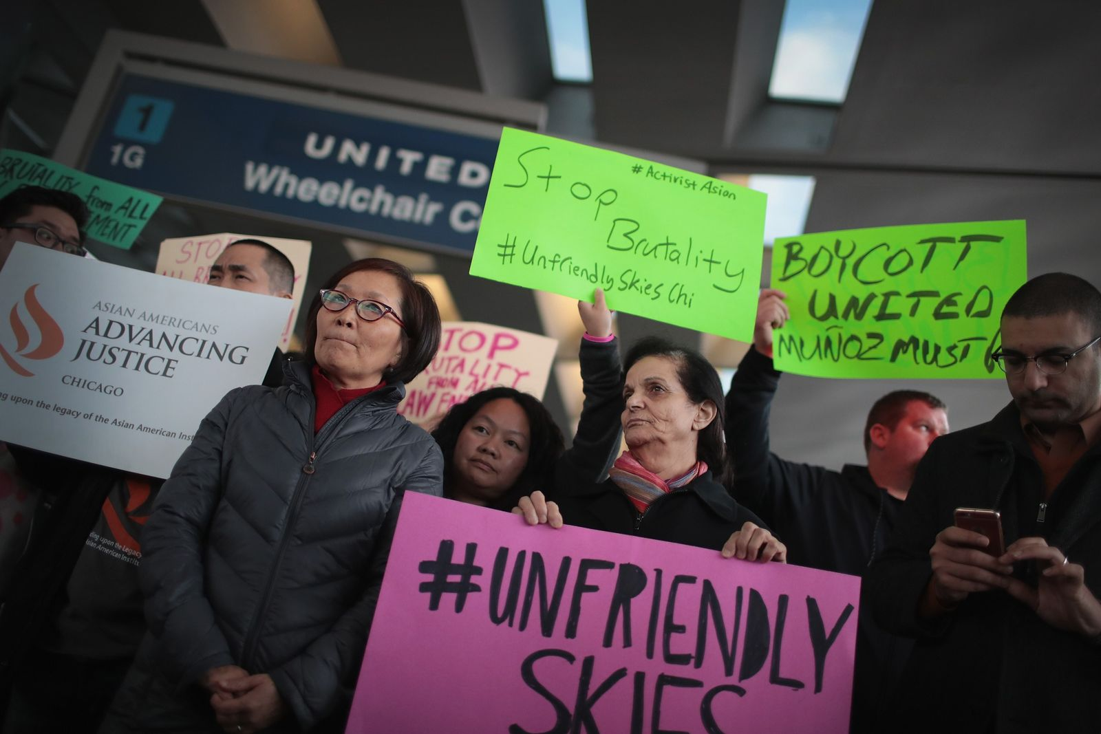 US-PROTEST-AT-OHARE-AIRPORTS-UNITED-TERMINAL-OVER-COMPANYS-FO
