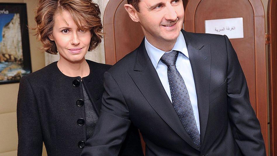 Ehepaar Assad (Archivfoto): Baschar soll nach Latakia, Asma nach Russland geflohen sein