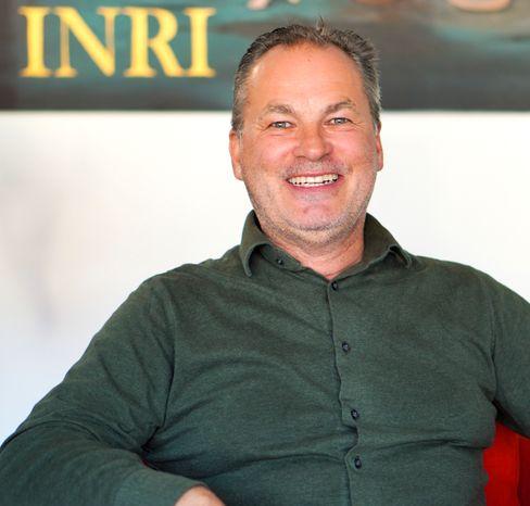 """Kreuzinschrift """"INRI"""": Bayerischer Unternehmer Lustig sichert sich Markenrecht - DER SPIEGEL"""