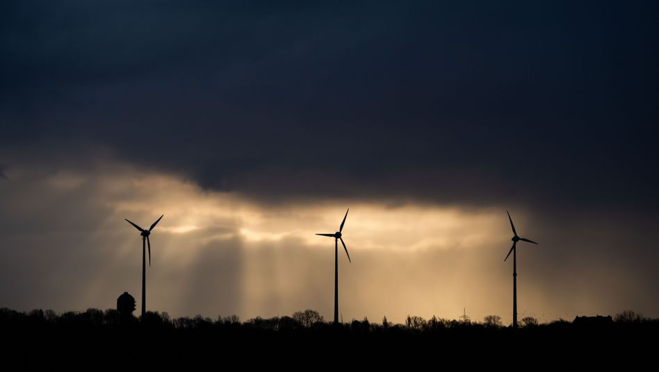 Dunkle Wolken über Sehnde in Niedersachsen: Ungemütliches Wetter