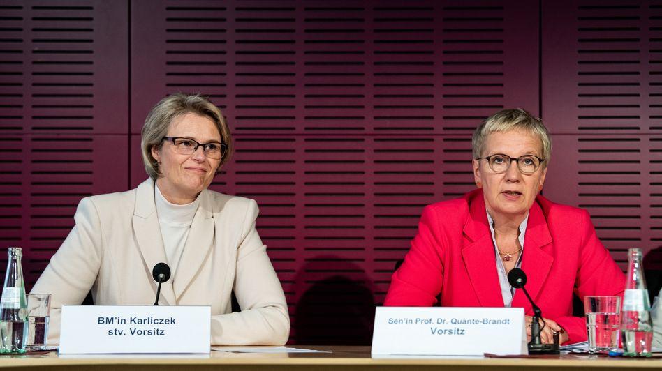 Anja Karliczek, Bundesministerin für Bildung und Forschung, und Eva Quante-Brandt (SPD), GWK-Vorsitzende