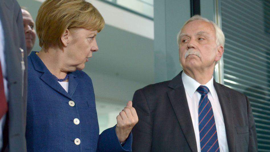 Bundeskanzlerin Merkel mit Normenkontrollrat-Chef Ludewig: Kritik an Regierung