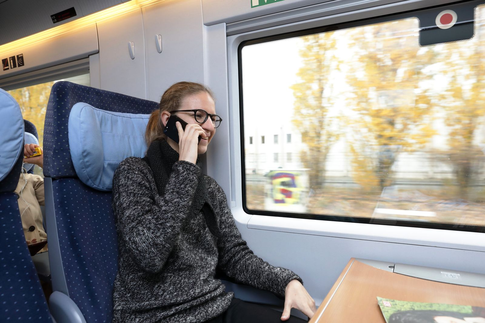 Bahn testet neue Fenster f¸r Handyempfang