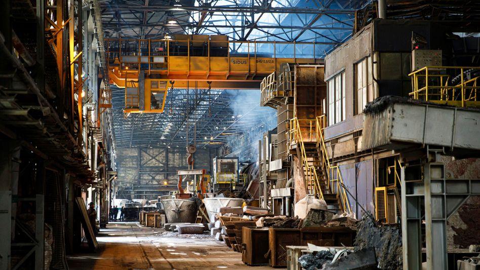 Ein Stahlwerk des polnischen Konzerns KGHM in Legnica