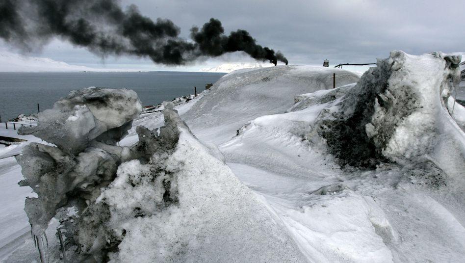 Schwarzer Schnee in Barentsburg (2007): Gestörte Idylle