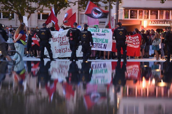 Anhänger der linken Szene bei Demo in Freiburg (Archivbild)