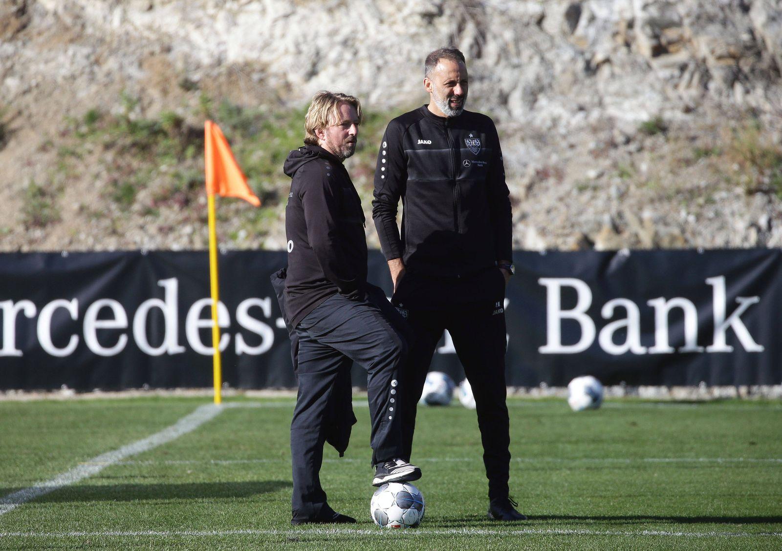 Marbella , Fußball Trainingslager VfB Stuttgart , von links: Sportdirektor Sven Mislintat / Trainer Pellegrino Matarazz