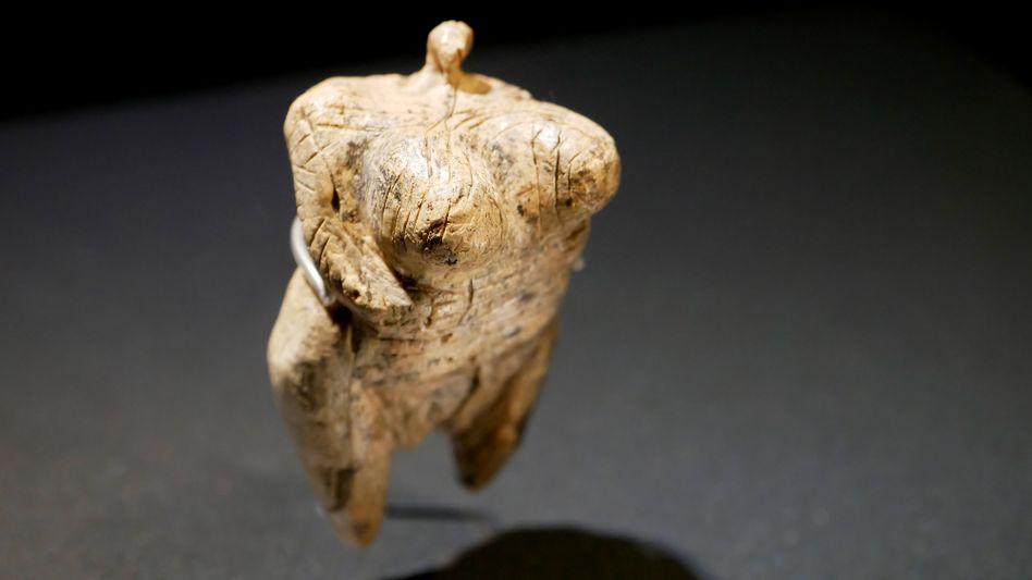 """Ein Busen auf zwei Beinen? Die """"Venus vom Hohle Fels"""" im Urgeschichtlichen Museum Blaubeuren"""