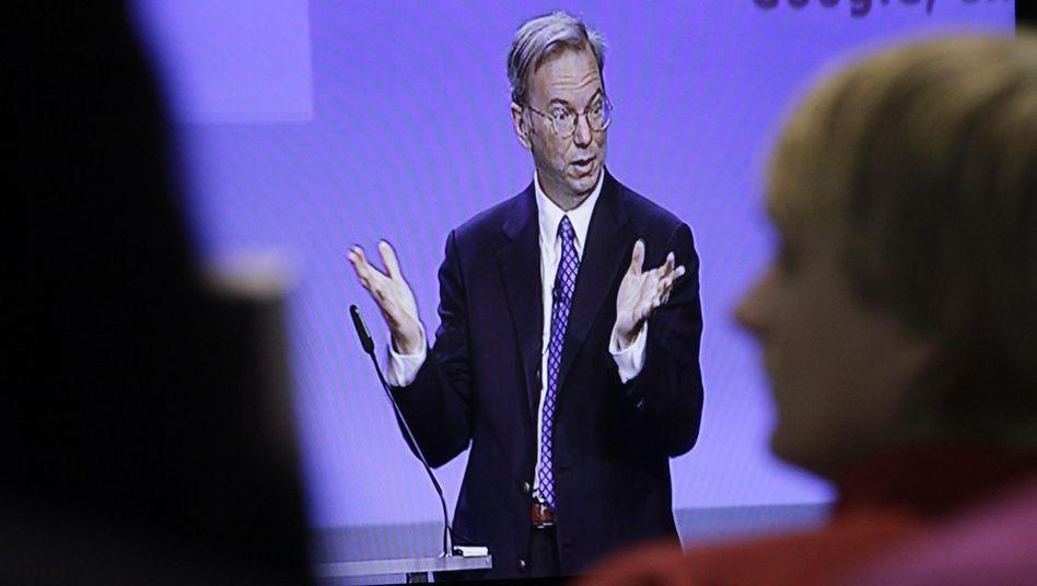Google-Chef Schmidt: Die meisten Zuschauer konnten ihn nur per Videoübertragung sehen