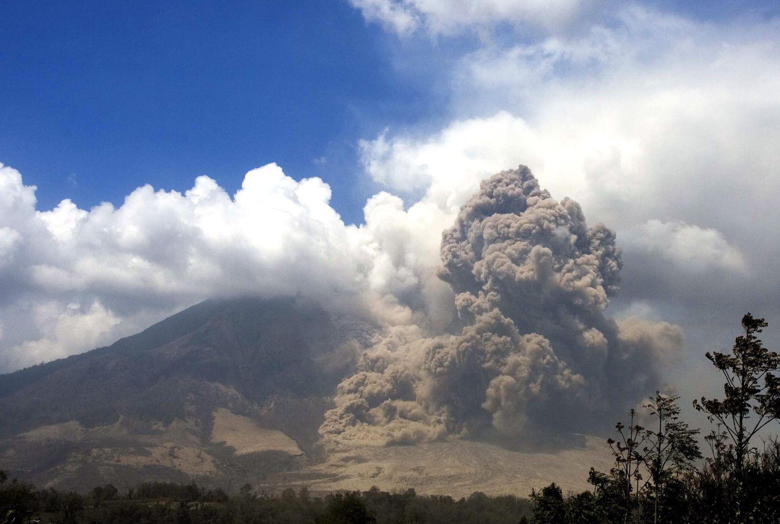 Vulkan / Sinabung / Sumatra