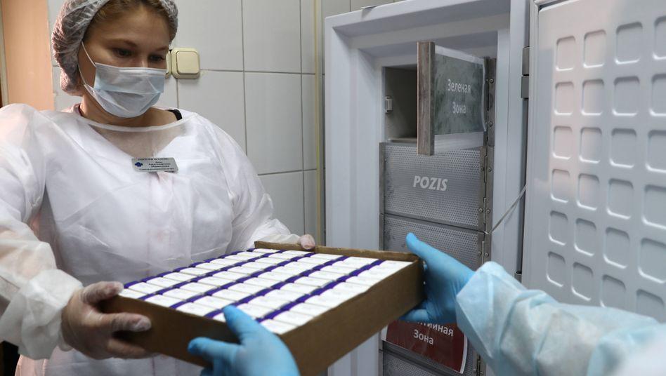 """Impfstoffdosen gegen das Coronavirus in Moskau: Angeblich """"sicher und gut verträglich"""""""