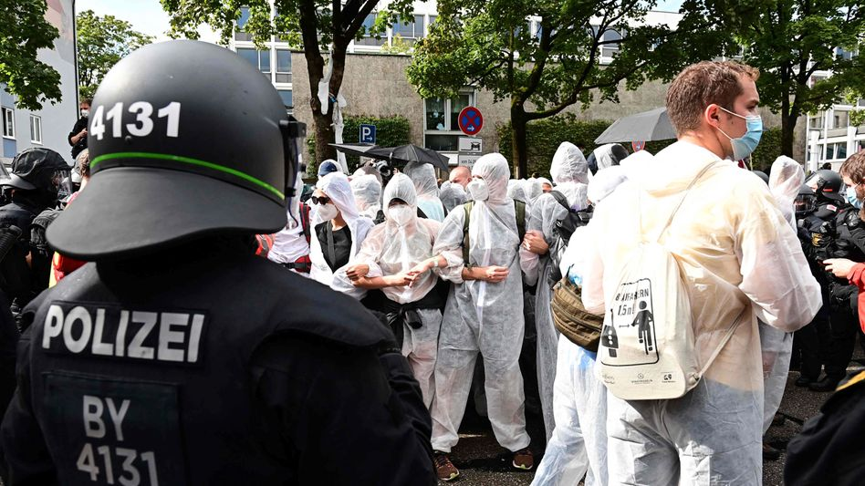 Demonstranten in München: »Aus der erdrückenden Umarmung der Automobilindustrie befreien«