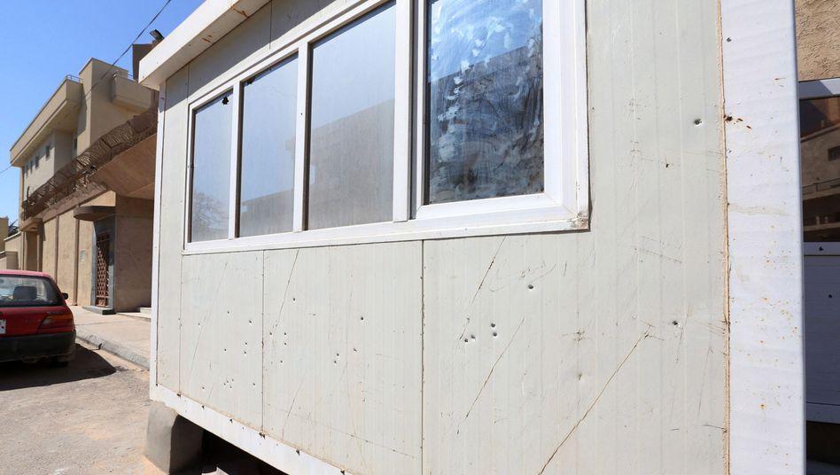 Einschusslöcher am Wachhaus vor der südkoreanischen Botschaft: Zwei Tote bei Anschlägen
