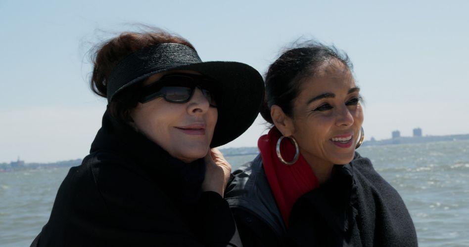 Künstlerinnen Abramović, Neshat bei einer Bootsfahrt auf dem Hudson River: Feministische Schaffensprozesse