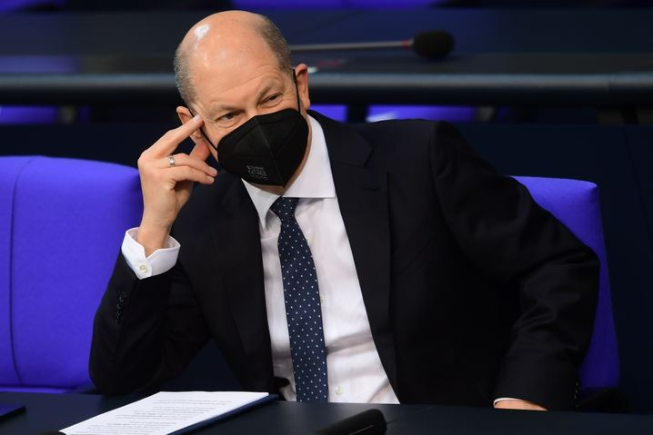 Olaf Scholz mit Schutzmaske