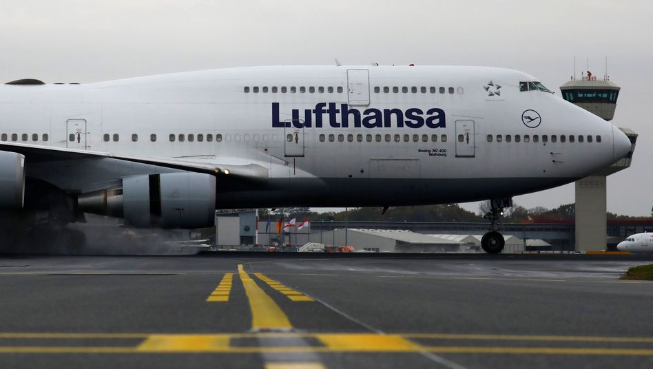 Lufthansa Boeing in Berlin-Tegel