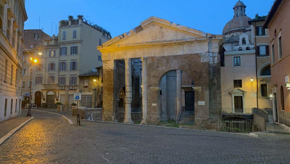Portikus der Octavia in Rom: Man hört keine Autos mehr, nur die Hubschrauber über den Dächern und die Möwen