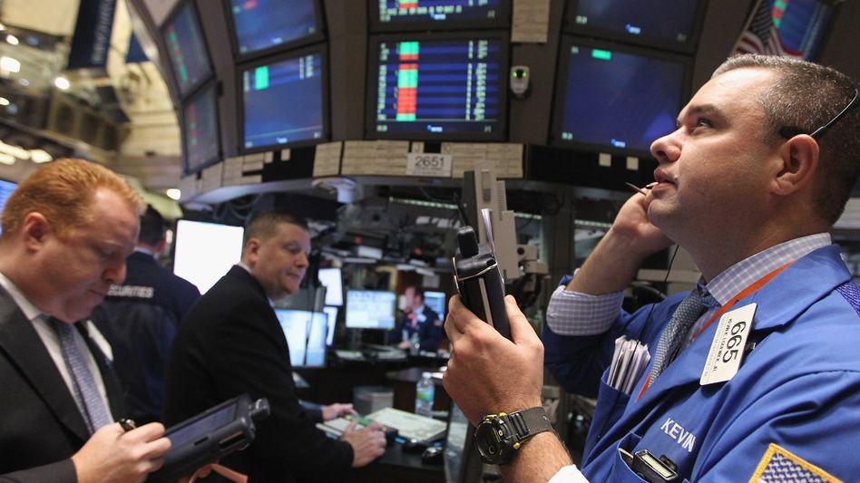 Börsenhändler in New York: Wahrscheinlichkeit einer Pleite steigt