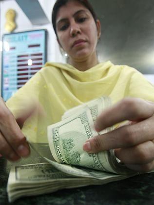 Währungsbüro in Karatschi: Großer Bedarf an Dollar