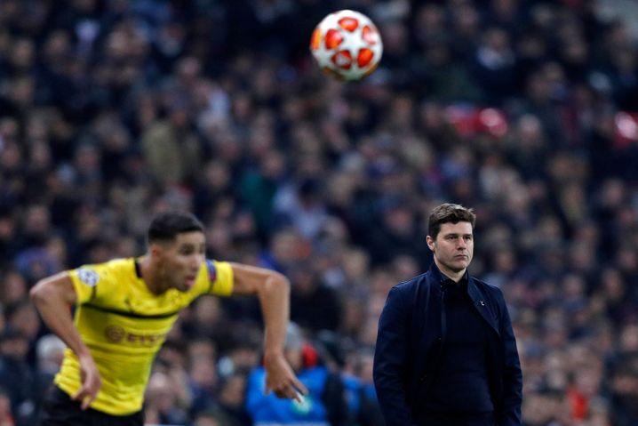 Dortmunds Achraf Hakimi (l.), Tottenhams Mauricio Pochettino beim 3:0 der Spurs vom vergangenen Mittwoch