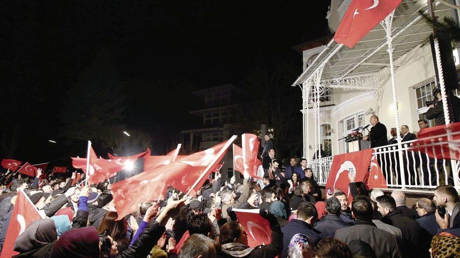 Türkischer Außenminister Çavuşoğlu bei seiner Rede am Dienstag in Hamburg