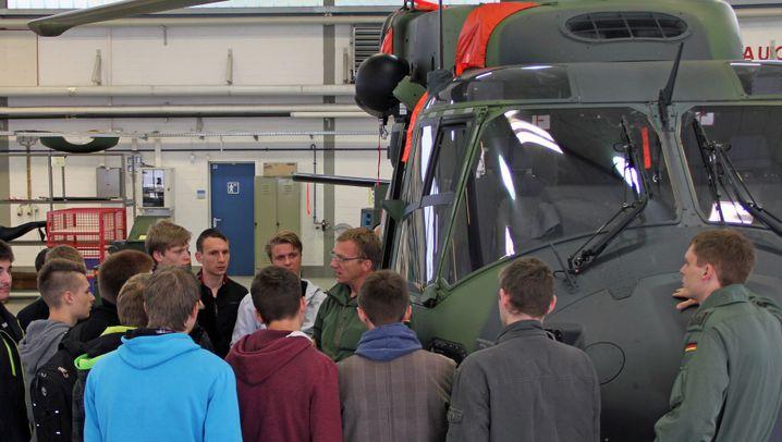 Fliegen aufs Militär: Wie die Bundeswehr um die Jugend wirbt