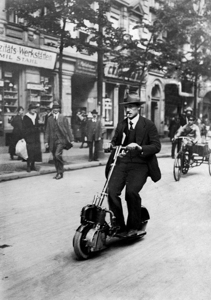 """Granaten zu Rollern: Early Adopter auf dem Krupp-""""Motorläufer"""" (um 1920)"""