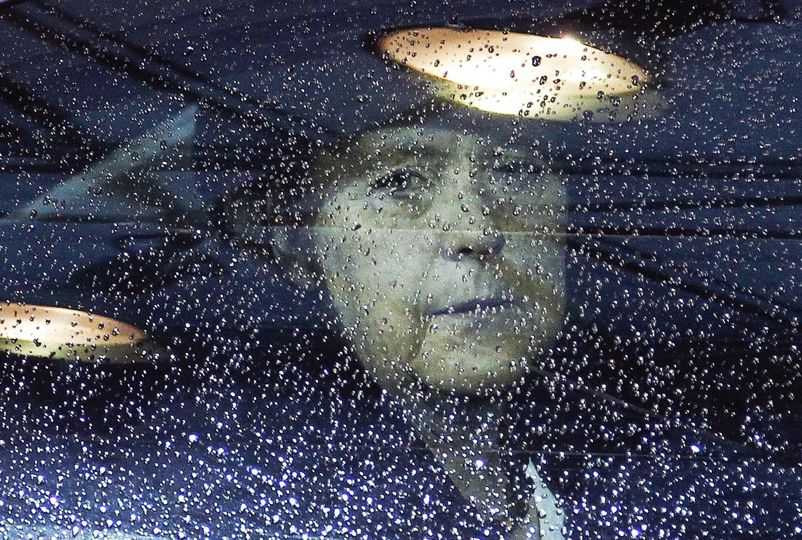 Merkel/ Auto/ Regentropfen