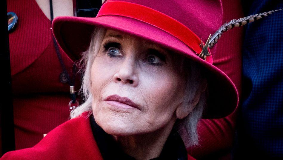 """""""Ich muss jeden Tag daran arbeiten, mich selbst zu akzeptieren"""", sagt Jane Fonda (das Bild zeigt sie bei einer Demonstration für Klimaschutz im Februar )"""