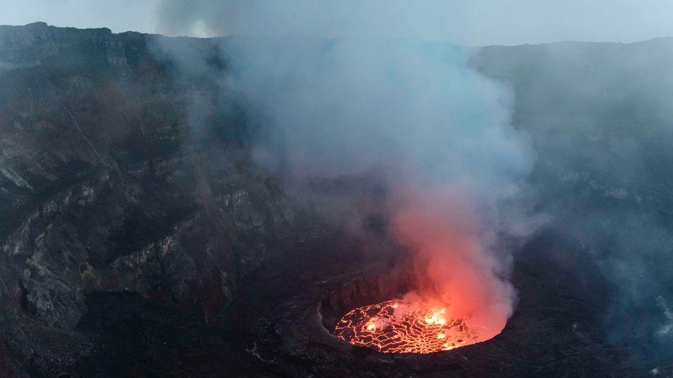 Er glüht, brodelt und dampft: Der Lavasee am Nyiragongo